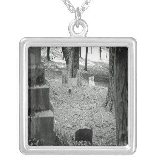忘れられた墓 シルバープレートネックレス