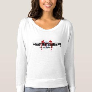 忘れられた連合: 肩のワイシャツを離れたFlowy Tシャツ