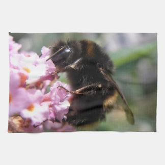 忙しい《昆虫》マルハナバチおよびピンクの花の台所タオル キッチンタオル