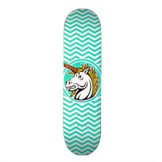 怒っているユニコーン; 水緑のシェブロン スケートボード