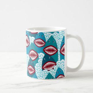 怒っている鮫 コーヒーマグカップ