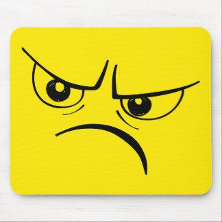 怒っている黄色いスマイリーフェイス マウスパッド