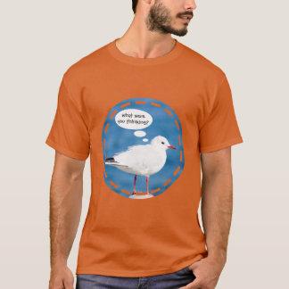 思考の気球の白いカモメの港の青い海鳥 Tシャツ