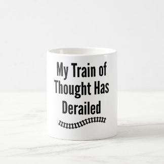 思考の私の列車は脱線しました コーヒーマグカップ