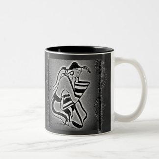 思考のMinoanの女性 ツートーンマグカップ