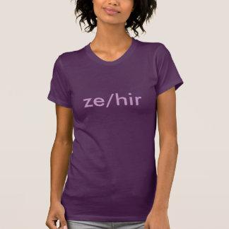 性の代名詞: Ze/Hir Tシャツ