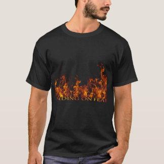 恐れで食べ物を与えることは乗組員のTシャツを炎にあてます Tシャツ