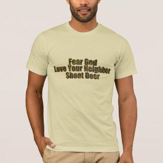 恐れの神は、あなたの隣人、シュートのシカを愛します Tシャツ