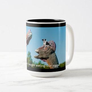 恐竜の子犬のユーモア ツートーンマグカップ