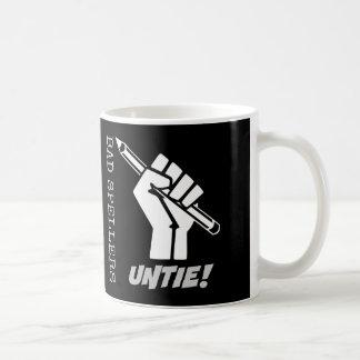 悪いSpellersは解けます! 上げられた握りこぶし文法ユーモア コーヒーマグカップ