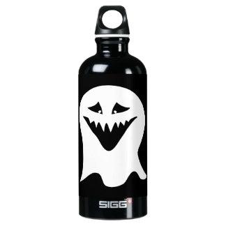 悪鬼の幽霊。 白黒。 ウォーターボトル