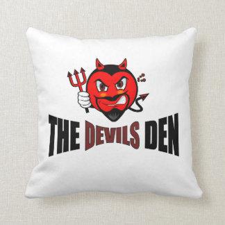 悪魔の洞穴の枕 クッション