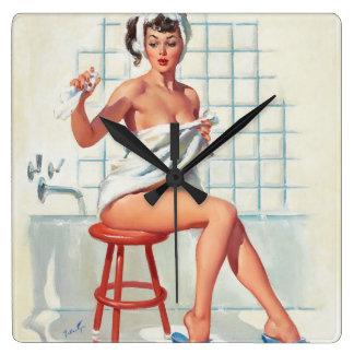 情報提供者のセクシーな浴室のレトロのピンナップの女の子 スクエア壁時計