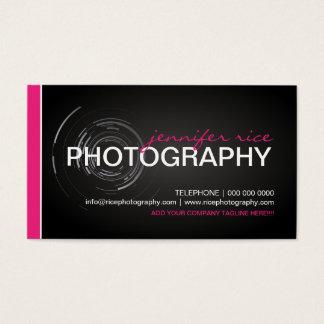 情報通のピンクおよび黒いカメラマンの名刺 名刺