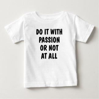 情熱の乳児のTシャツとのそれをして下さい ベビーTシャツ