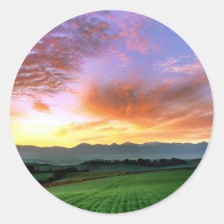 『愁彩の丘』 北海道 美瑛 秋 朝焼け 丸形シール・ステッカー