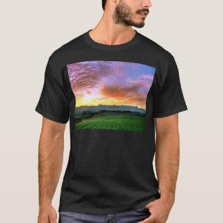 『愁彩の丘』 北海道 美瑛 秋 朝焼け Tシャツ