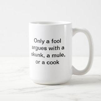 愚か者だけスカンク、ラバ、または調理師と論争します コーヒーマグカップ