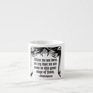 愚か者の引用文のマグ、シェークスピアのステージ エスプレッソカップ