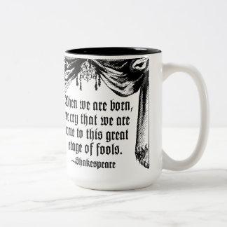 愚か者の引用文のマグ、シェークスピアのステージ ツートーンマグカップ