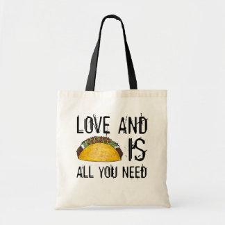 愛およびタコスはあなたがタコスのグルメの戦闘状況表示板を必要とするすべてです トートバッグ