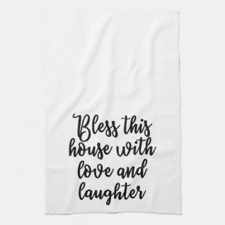 愛および笑い声タオルが付いているこの家を賛美して下さい キッチンタオル
