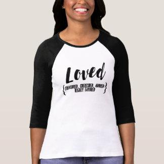 愛される、秘蔵される、崇拝される大事にされる、ティーを支持される Tシャツ