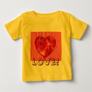 愛で結合されるハート ベビーTシャツ
