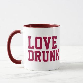 愛によって飲まれるマグ マグカップ