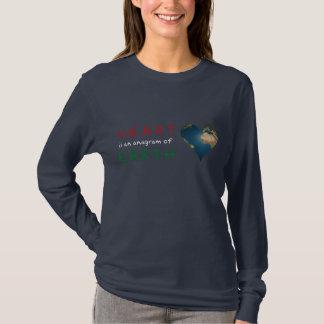 愛のためのハート形の地球のアナグラム Tシャツ