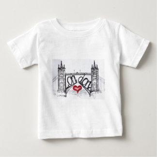 愛のロンドン ベビーTシャツ