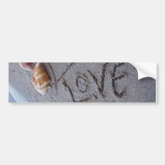 愛の貝が付いている砂の2つのハート バンパーステッカー