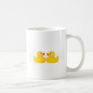 愛の2羽のゴム製アヒル コーヒーマグカップ