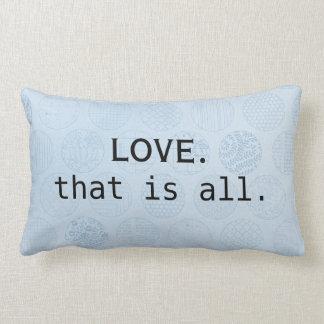 愛はあなたが青い円を必要とするすべてです ランバークッション