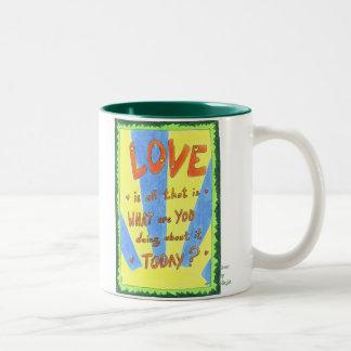 愛はあるすべてです ツートーンマグカップ