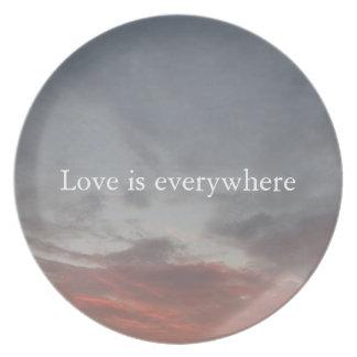 愛はメラミンプレートどこでもあります プレート
