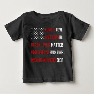 愛は愛ベビーの暗いジャージーのTシャツです ベビーTシャツ
