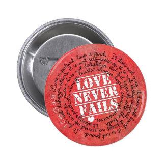 愛は決して聖書の詩1のCorinthiansの13:4 - 8 --を失敗しません 5.7cm 丸型バッジ