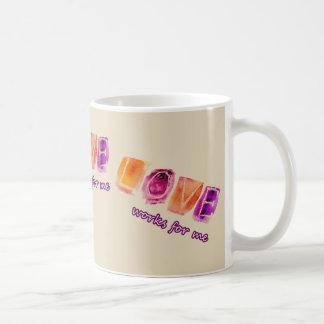 愛は私のために働きます -- デザイナーマグ コーヒーマグカップ