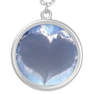 愛は空気にあります: ハート形の雲: ネックレス