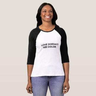 愛は色のTシャツを見ません Tシャツ