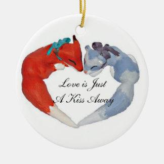 愛は遠くになちょうどキスです セラミックオーナメント