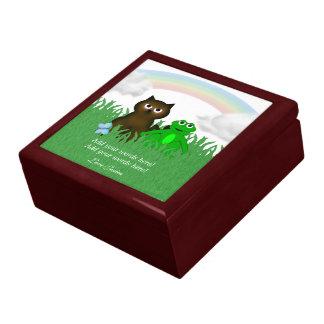 愛らしいカエルおよび子猫: 友情: ギフト用の箱 ギフトボックス