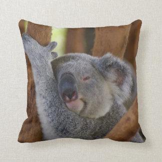 愛らしいコアラの枕 クッション