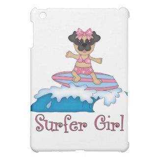 愛らしいサーファーの女の子のパグのギフトおよびティー(文字) iPad MINI カバー