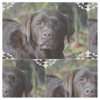 愛らしいチョコレートラブラドル・レトリーバー犬 ファブリック