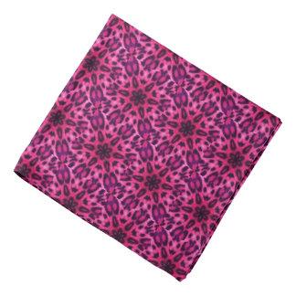 愛らしいピンクによって斑点を付けられるヒョウの曼荼羅 バンダナ