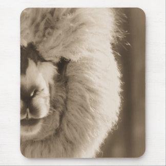 愛らしいラマかアルパカ マウスパッド