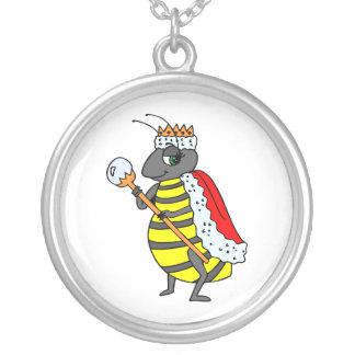 愛らしい女王バチの漫画 シルバープレートネックレス