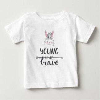"""愛らしい""""若く及び勇敢な""""ネイティブアメリカンのTシャツ ベビーTシャツ"""